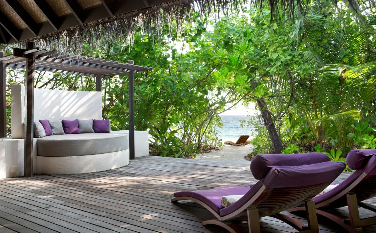 Coco-Bodu-Hithi-Contact-Us2.jpg
